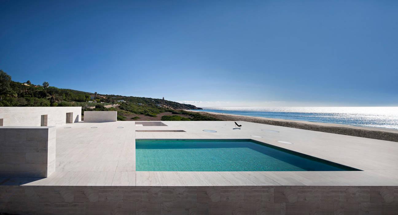 House of the Infinite: Piscinas de estilo  de Alberto Campo Baeza