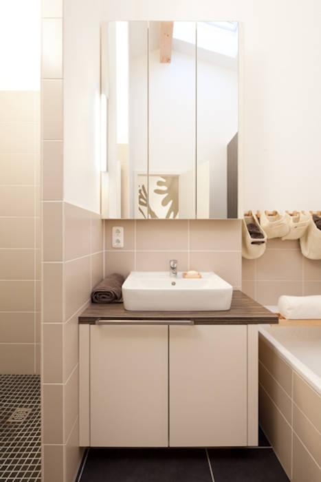 Badezimmerschrank nach maß: badezimmer von deinschrank.de gmbh | homify