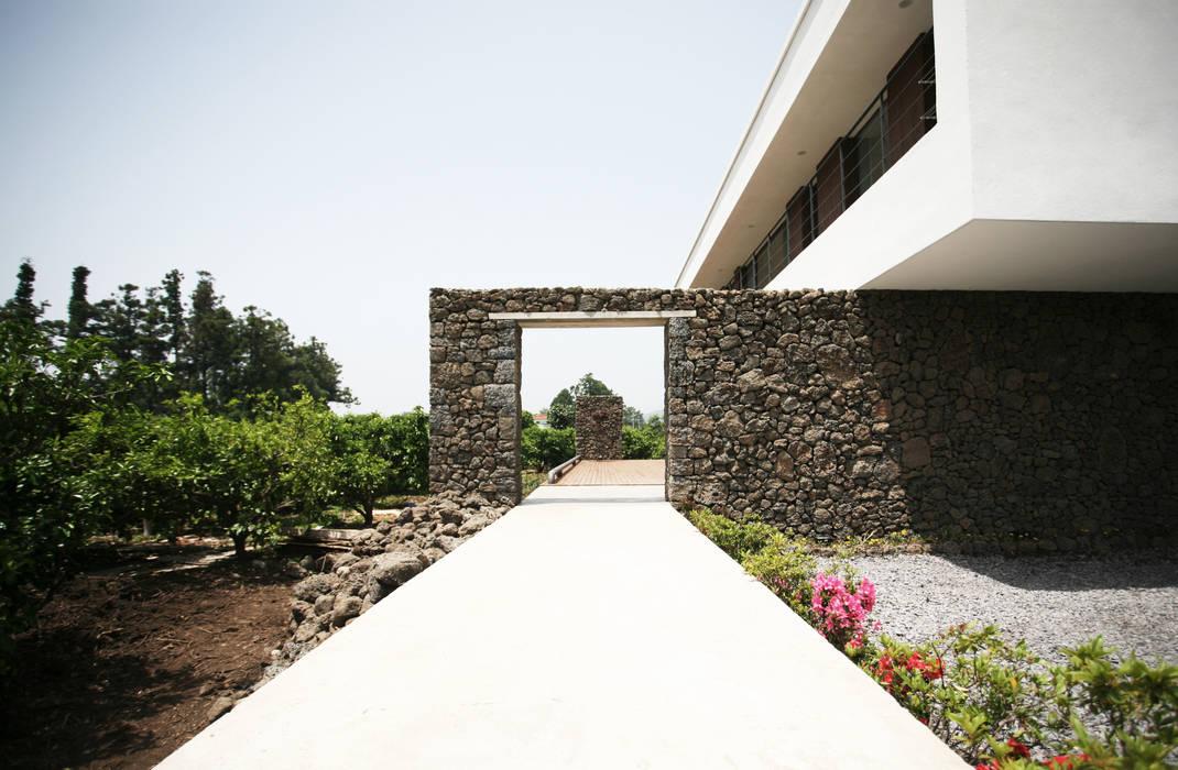 Stone Wall House 제주 돌담집 HBA-rchitects 모던스타일 주택