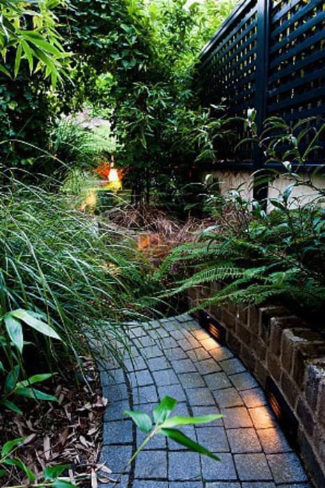Maltese Road - Copyright John Glover Modern garden by Aralia Modern Bricks