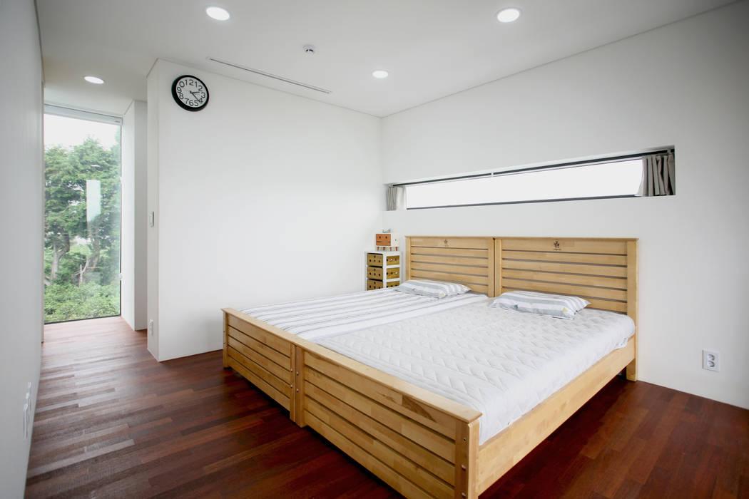Minimalistische Schlafzimmer von HBA-rchitects Minimalistisch