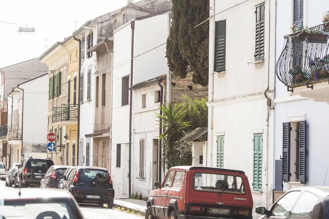FACCIATA PRINCIPALE: Case in stile  di Andrea Stortoni Architetto