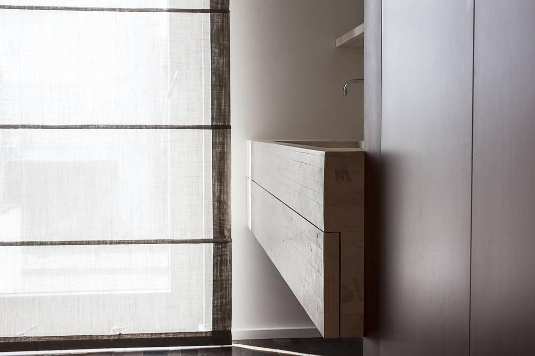BAGNO PADRONALE Bagno moderno di Andrea Stortoni Architetto Moderno