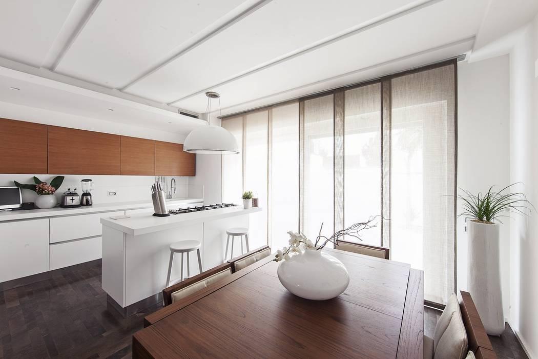 cucina/pranzo Cucina moderna di Andrea Stortoni Architetto Moderno