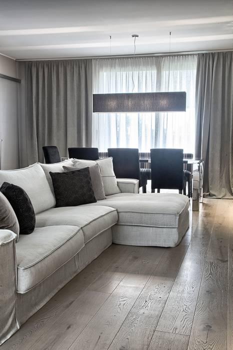 Il soggiorno: Soggiorno in stile  di STUDIO PAOLA FAVRETTO SAGL - INTERIOR DESIGNER