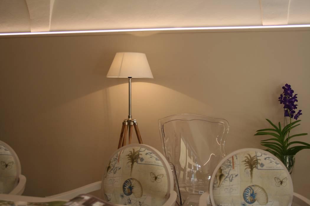 Un dettaglio: Sala da pranzo in stile in stile Mediterraneo di STUDIO PAOLA FAVRETTO SAGL - INTERIOR DESIGNER
