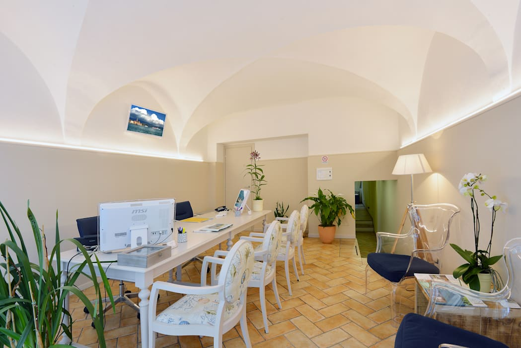 Dopo Sala da pranzo in stile mediterraneo di STUDIO PAOLA FAVRETTO SAGL Mediterraneo Ceramica