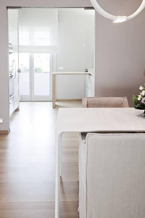 La cucina, dopo Cucina moderna di STUDIO PAOLA FAVRETTO SAGL Moderno Legno Effetto legno