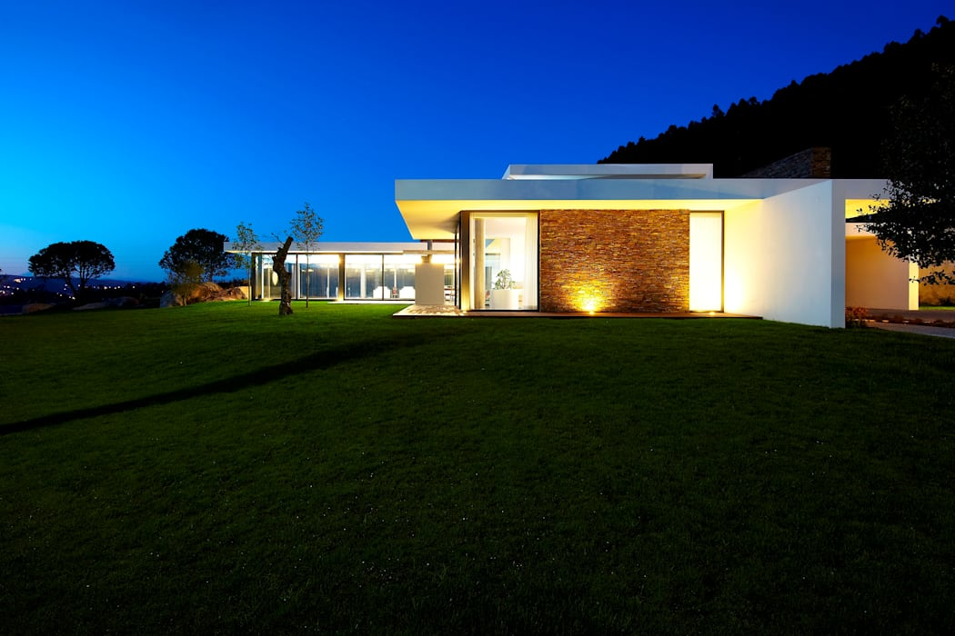 Augusta House: Casas  por Risco Singular - Arquitectura Lda,