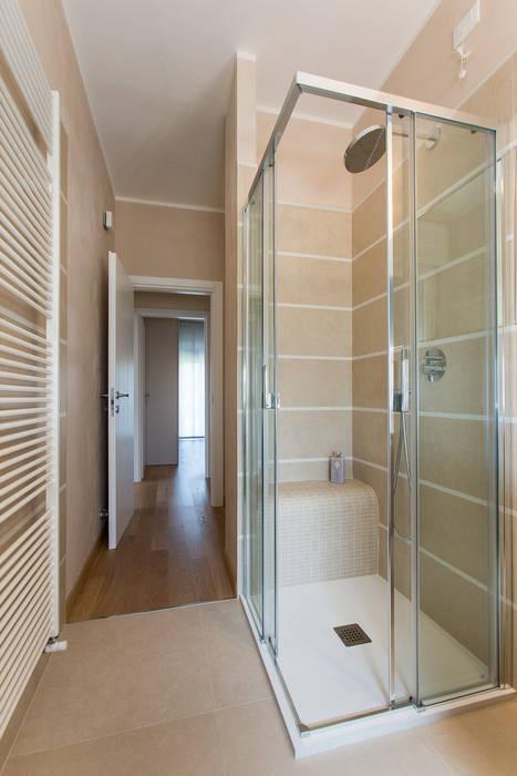 Il bagno:  in stile  di Beatrice Arillotta Architetto