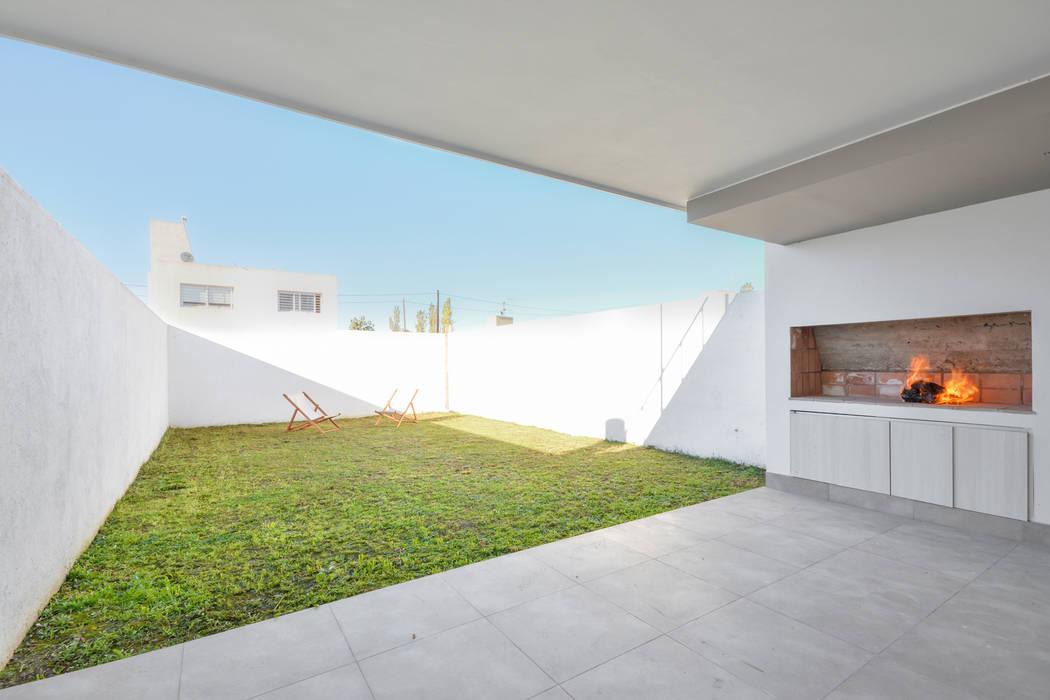 Modern kitchen by Estudio A+3 Modern