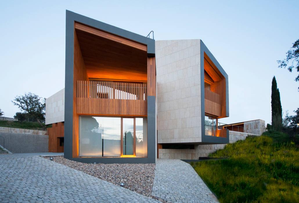 Moderne Häuser von Camacho Maciá Arquitectos Modern