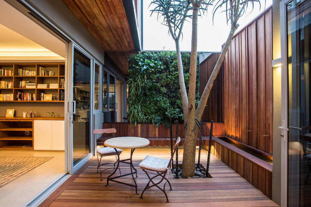 Albizia House Balcones y terrazas modernos de Metropole Architects - South Africa Moderno