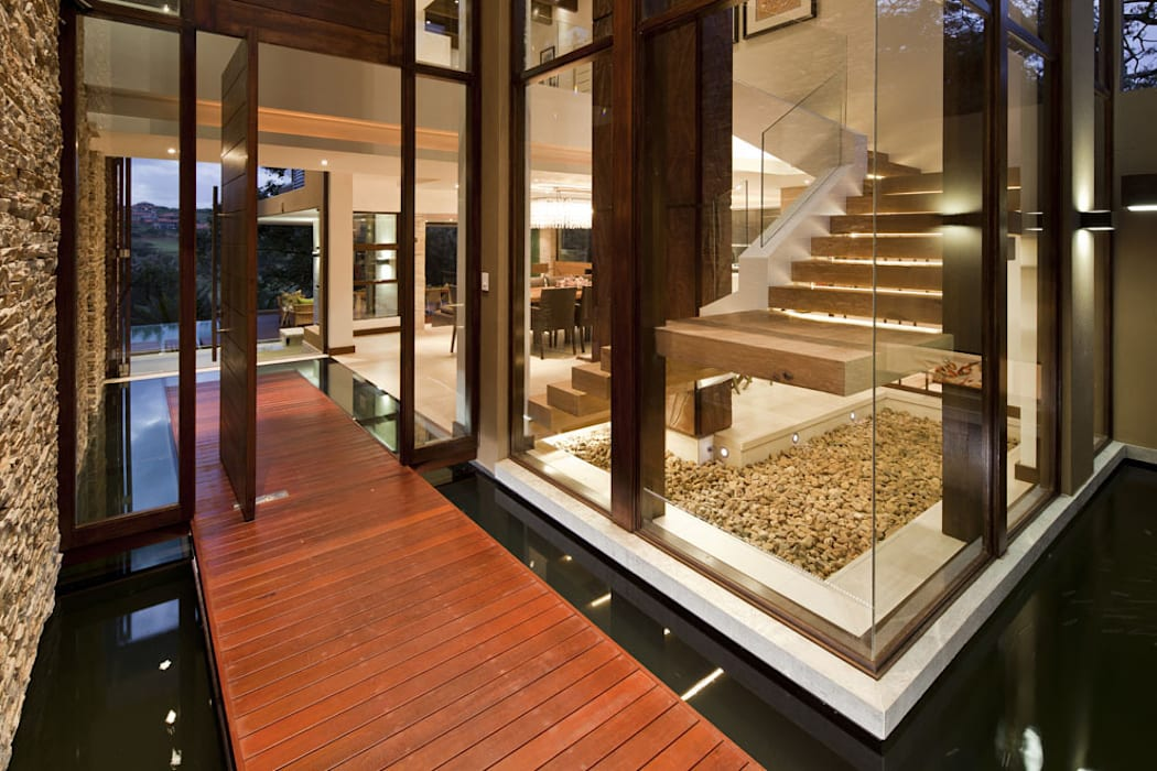 SGNW House Modern corridor, hallway & stairs by Metropole Architects - South Africa Modern