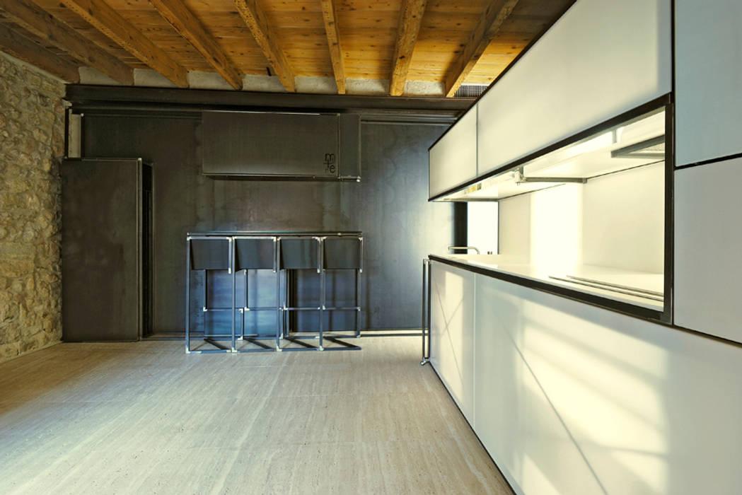 Cucina e+m 53 estudoquarto_studiostanza: Cucina in stile in stile Moderno di estudoquarto s.r.l.