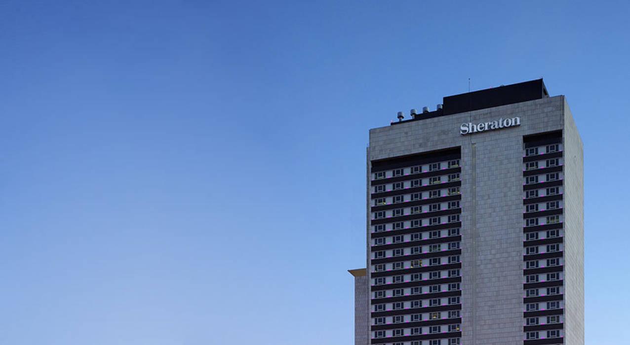 SHERATON LISBOA HOTEL & SPA Hotéis modernos por Larforma Moderno