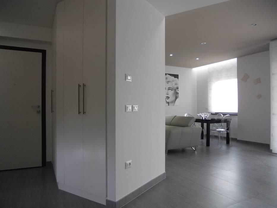 Casa C_V di DOMENICO SUCCURRO ARCHITETTO Minimalista