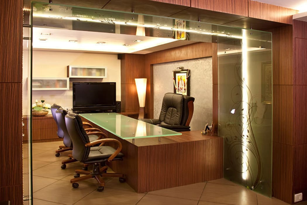 Chief Executive's room:  Office buildings by Squaare Interior