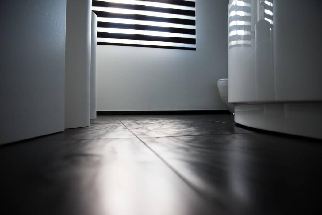 Ristrutturazione di un appartamento: Pareti in stile  di Geom. Stefano Feliziani