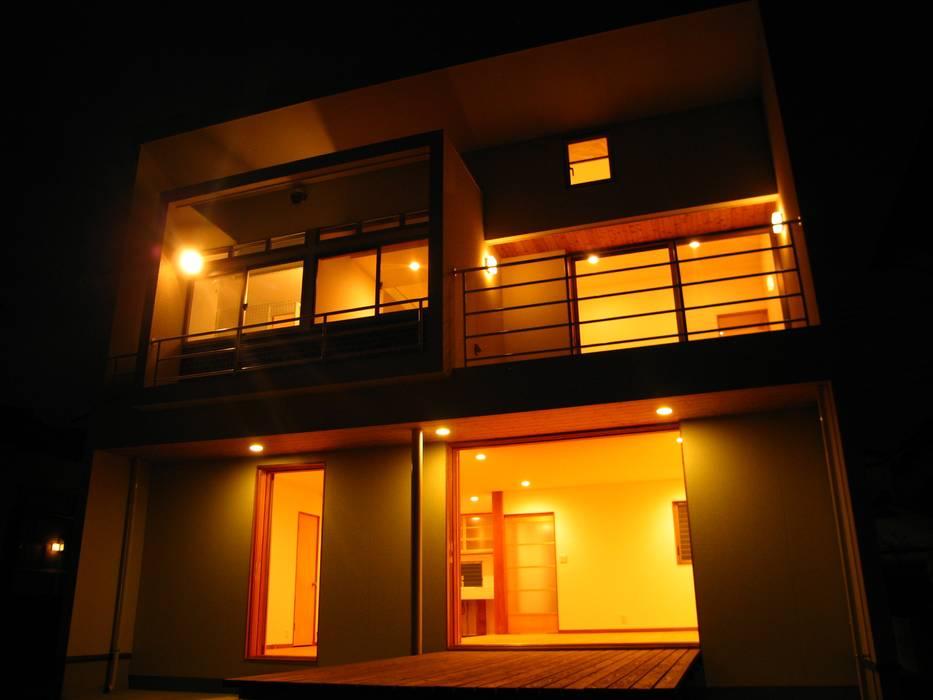 Maisons modernes par 高原正伸建築設計事務所 一級建築士事務所 Moderne
