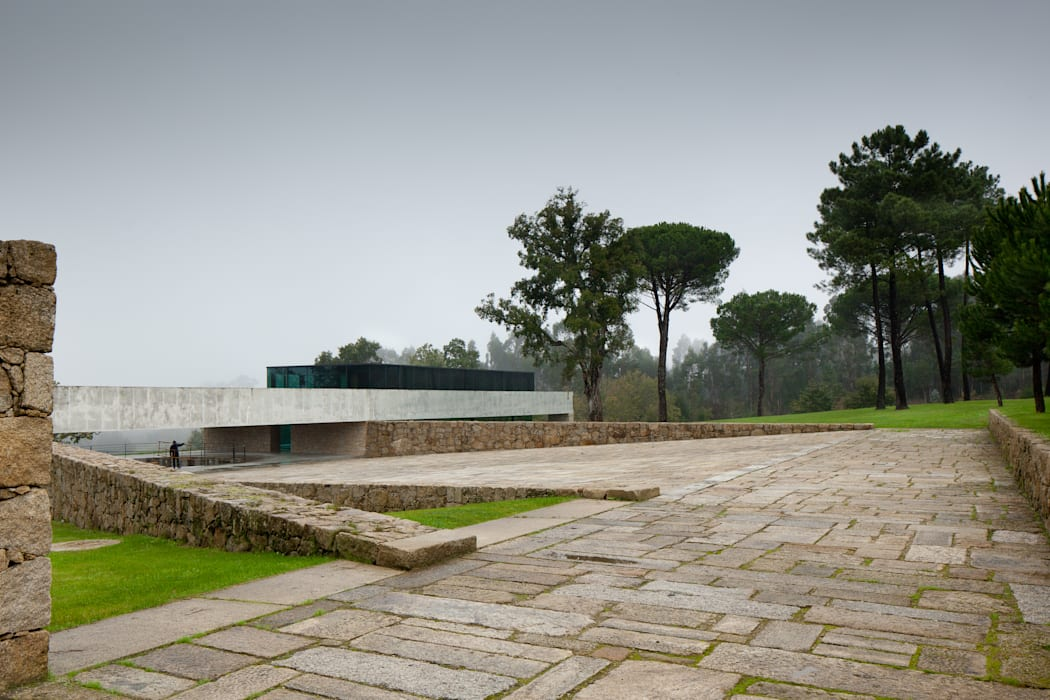 房子 by JPL Arquitecto, 現代風