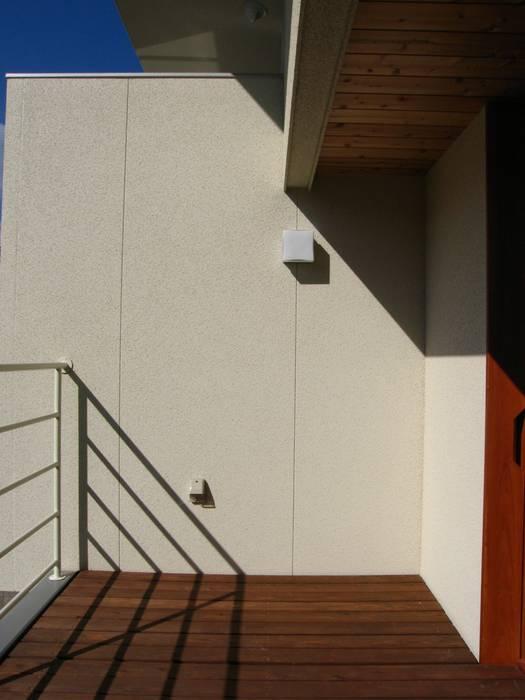 高原正伸建築設計事務所 一級建築士事務所 Balcones y terrazas de estilo moderno