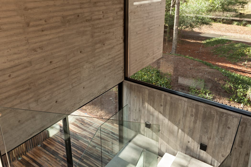 ATV Arquitectos Modern corridor, hallway & stairs