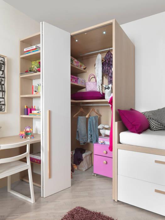 begehbarer kleiderschrank mit faltt r kinderzimmer von. Black Bedroom Furniture Sets. Home Design Ideas
