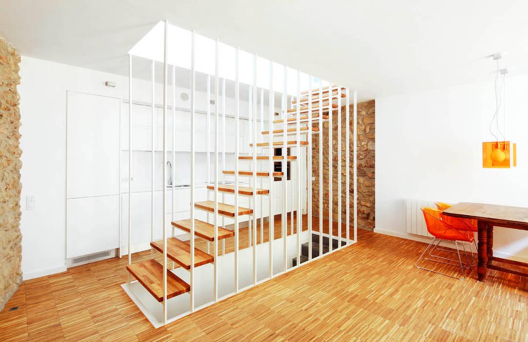 Modern corridor, hallway & stairs by M2ARQUITECTURA Modern