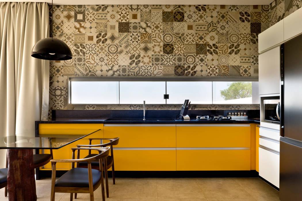 Industrial style kitchen by SAINZ arquitetura Industrial