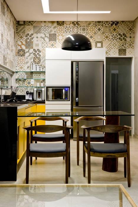Box House SAINZ arquitetura Cozinhas industriais Cinza