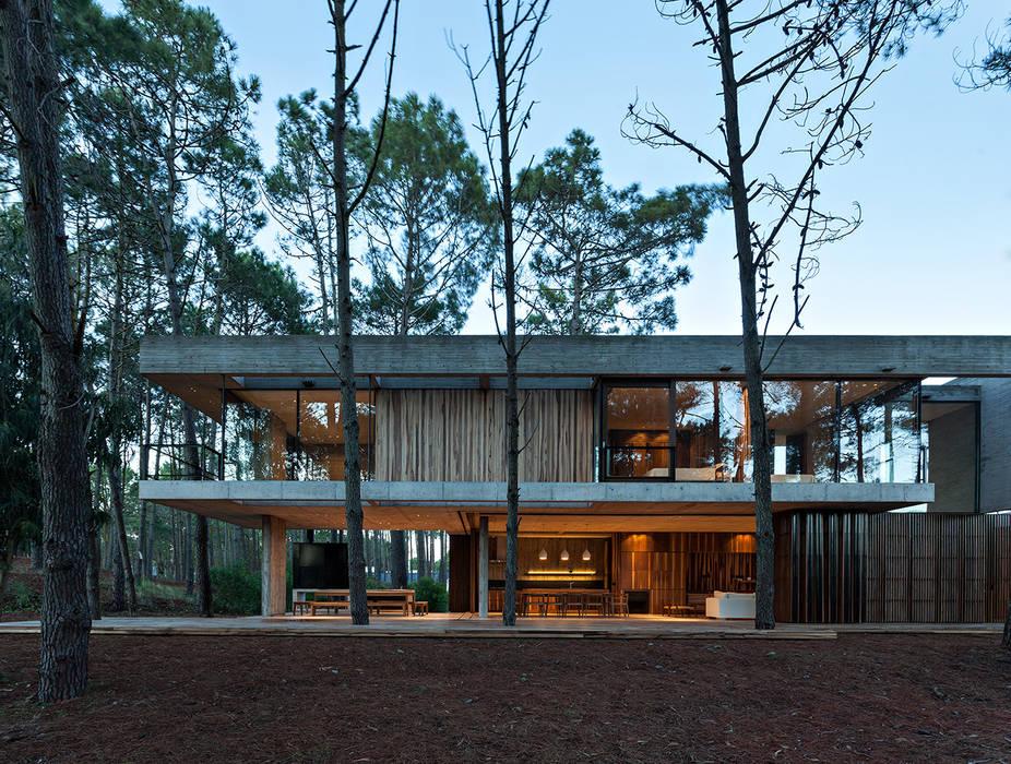 Modern Houses by ATV Arquitectos Modern