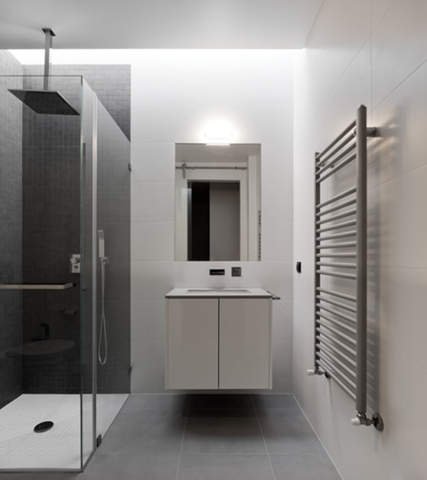 XIEIRA HOUSE II Modern Bathroom by A2+ ARQUITECTOS Modern