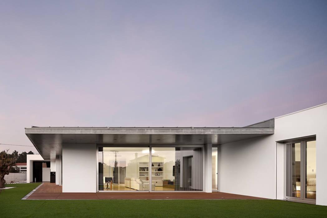Дома на одну семью в . Автор – A2+ ARQUITECTOS, Модерн Бетон