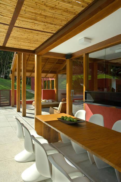 Forest House 2 by David Guerra Arquitetura e Interiores Country