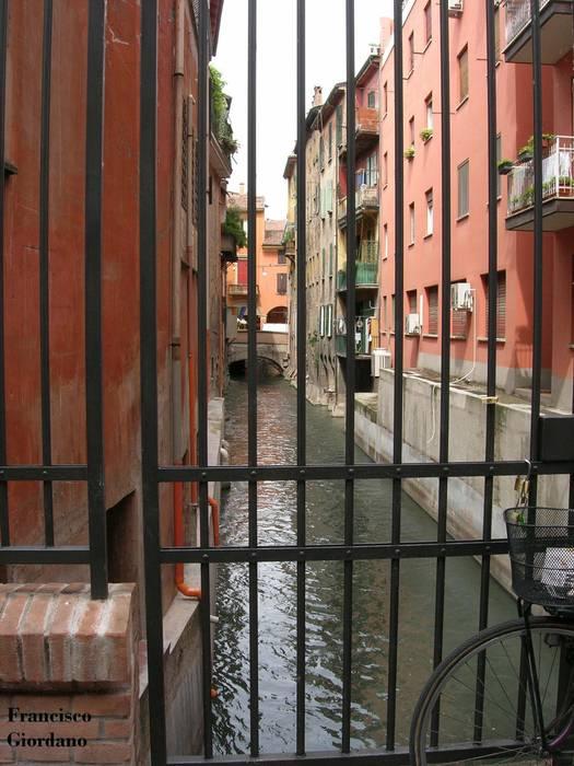 CANALI RIAPERTI, BOLOGNA :  in stile  di Architetto Francisco Giordano