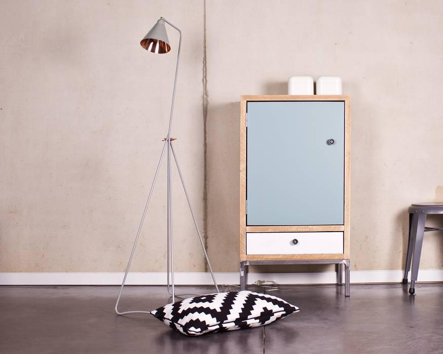 Schrank Bauholz/Stahl:  Wohnzimmer von PURE Wood Design