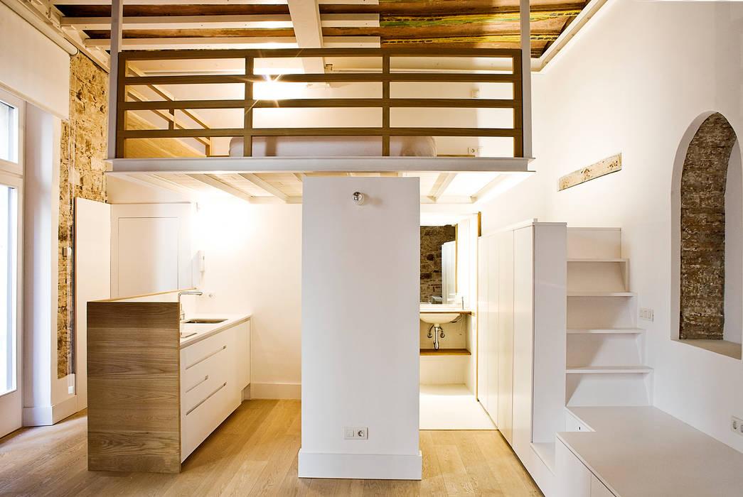 Apartamento en el Born: Terrazas de estilo  de fusina 6