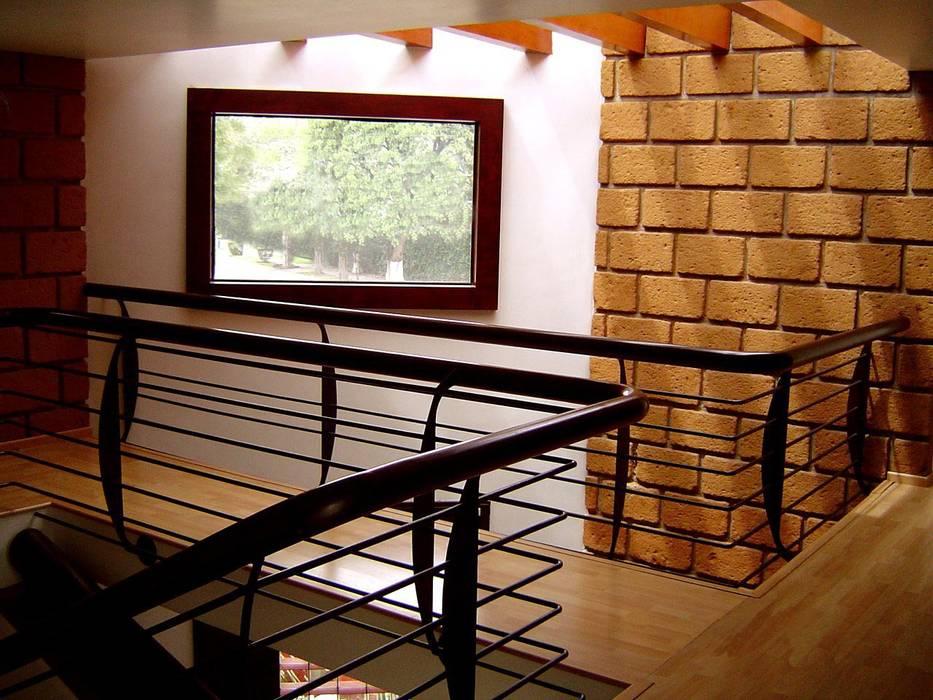 Puente Pasillos, vestíbulos y escaleras rústicos de CESAR MONCADA SALAZAR (L2M ARQUITECTOS S DE RL DE CV) Rústico
