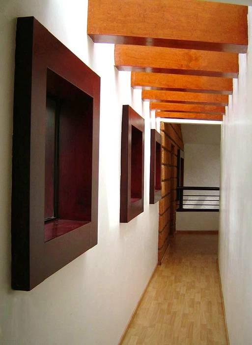 Pasillo a Family Room Pasillos, vestíbulos y escaleras modernos de CESAR MONCADA SALAZAR (L2M ARQUITECTOS S DE RL DE CV) Moderno