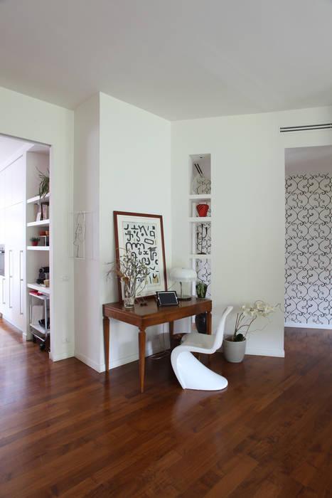 ZONA GIORNO Case moderne di Cristina Meschi Architetto Moderno