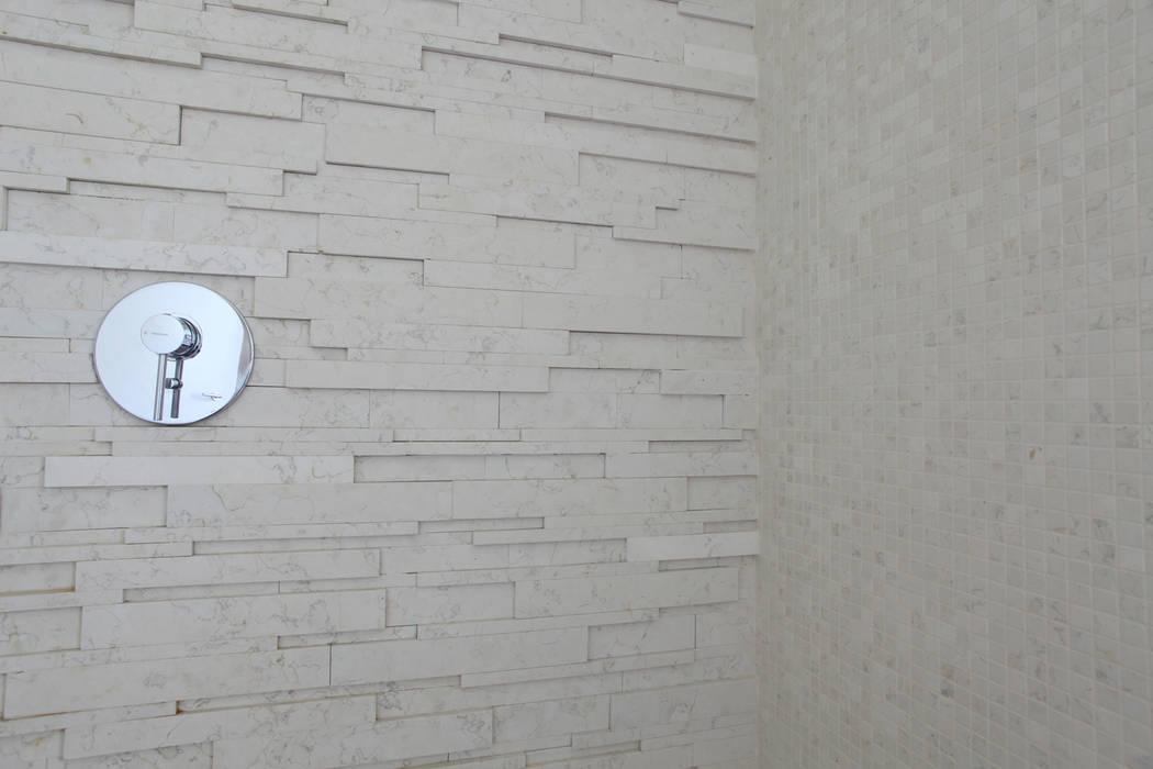 BAGNO PADRONALE Case moderne di Cristina Meschi Architetto Moderno