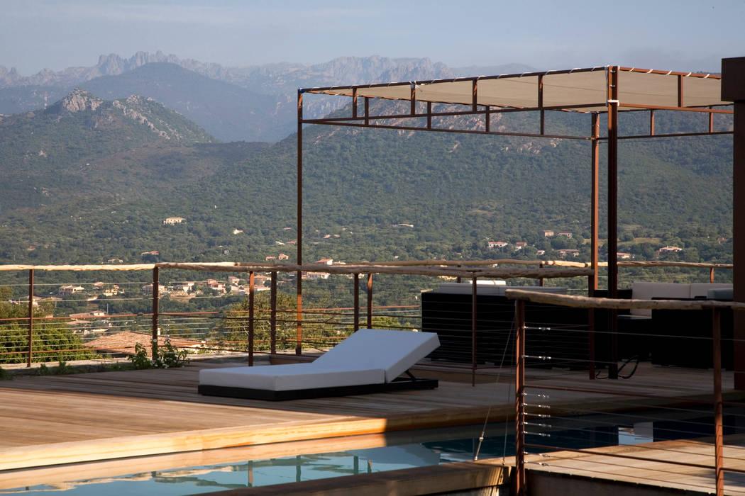 Piscinas de estilo mediterráneo de Vezzoni Associés Mediterráneo