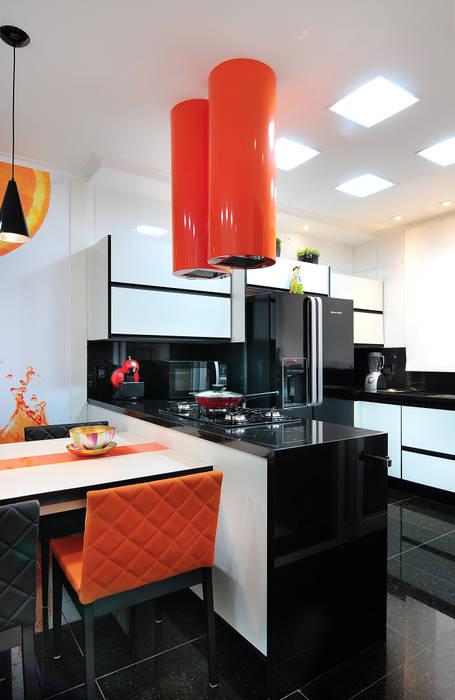 PROJETO IDENTIDADE BRASILEIRA - COZINHA: Armários e bancadas de cozinha  por Adriana Scartaris: Design e Interiores em São Paulo