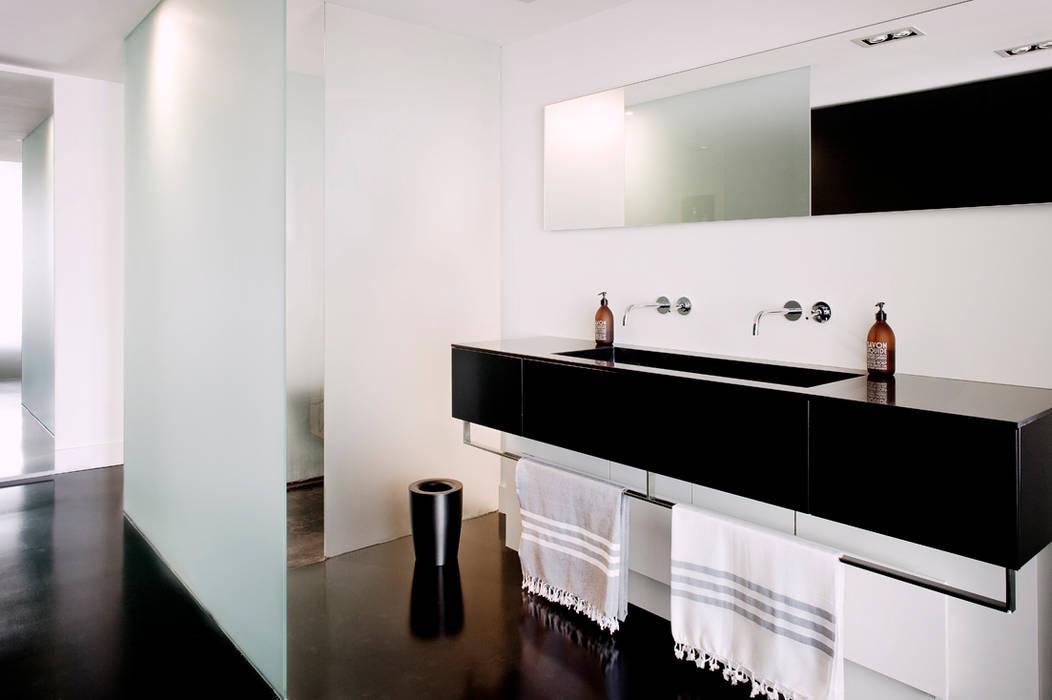 appartement B Minimalist style bathroom by atelier d'architecture Yvann Pluskwa Minimalist
