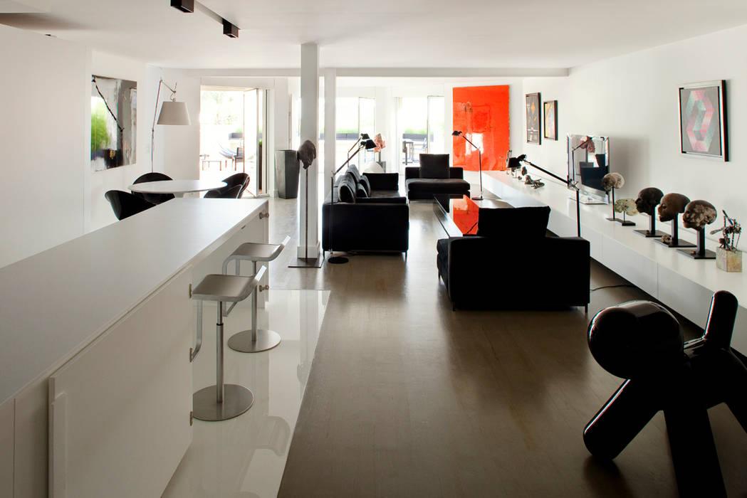 Salon de style de style Minimaliste par atelier d'architecture Yvann Pluskwa