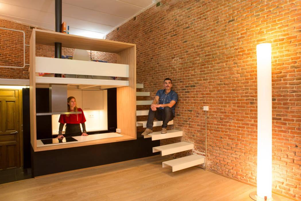 Loft ANDRÉS BORREGO. Madrid: Pasillos y vestíbulos de estilo  de Beriot, Bernardini arquitectos