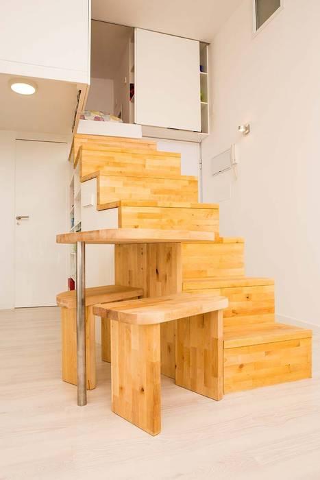 Loft ZURITA. Madrid Pasillos, vestíbulos y escaleras de estilo minimalista de Beriot, Bernardini arquitectos Minimalista