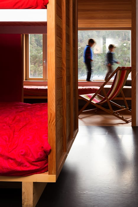 Refugio PUERTO DE NAVACERRADA. Madrid: Casas de estilo  de Beriot, Bernardini arquitectos
