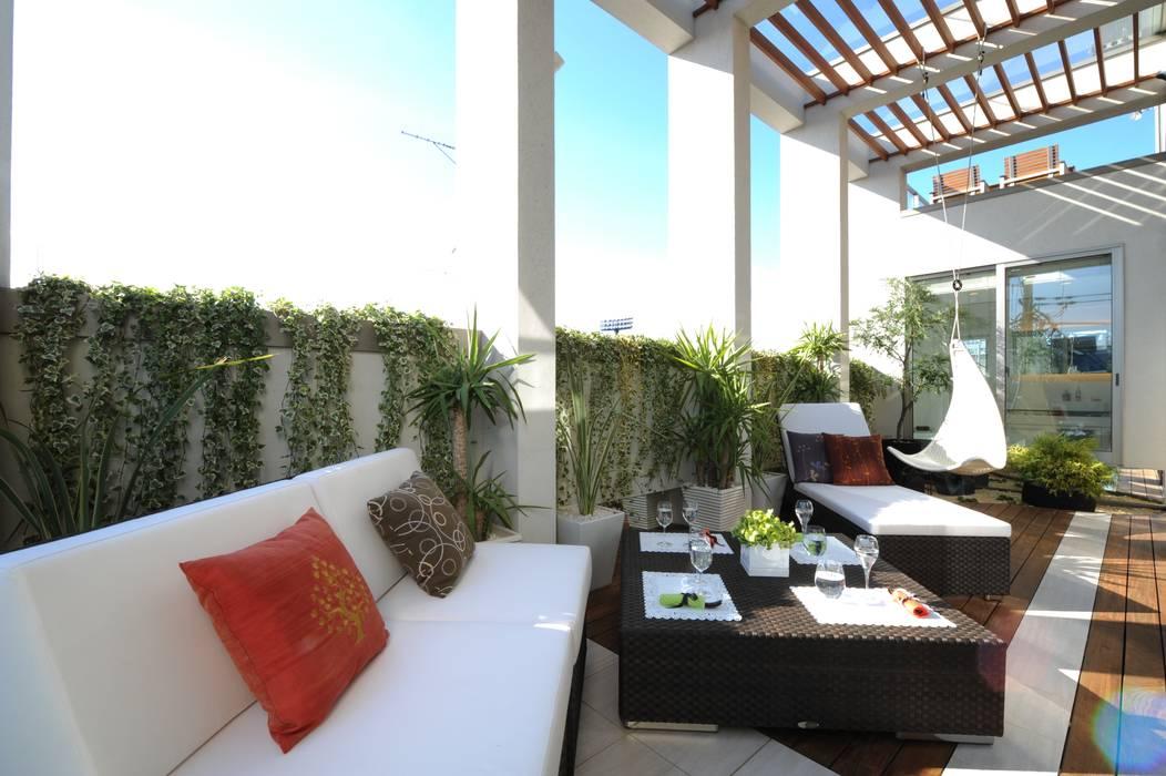 リゾートのようなバルコニー モダンデザインの テラス の TERAJIMA ARCHITECTS モダン